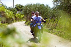 Das Ehepaar Theocharis on Tour auf Likithos