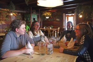 Die Familie als Kraftquelle: Waltraud Unterlechner mit ihrem Ehemann Peter und ihren Kindern Moritz und Rosa.