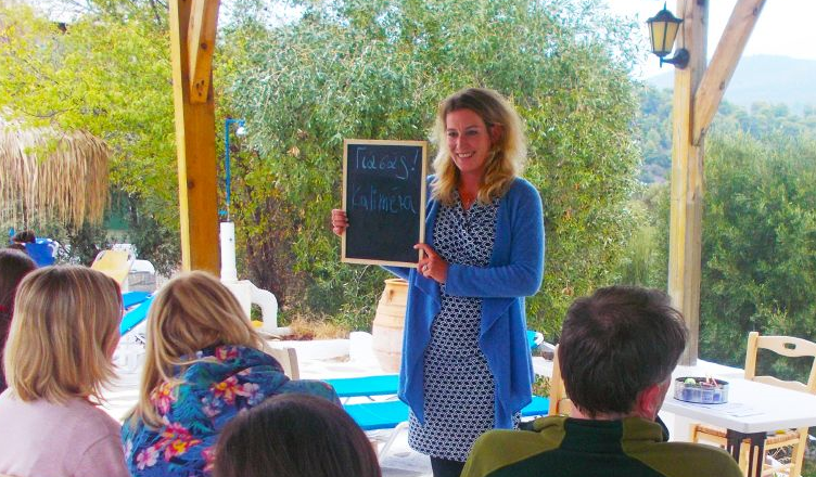 Annemarie Bittscheidt arbeitet für vamos Eltern-Kind-Reisen als Kinderbetreuerin, Gästebetreuerin und Reiseleiterin in Griechenland auf der Halbinsel Chalkidiki
