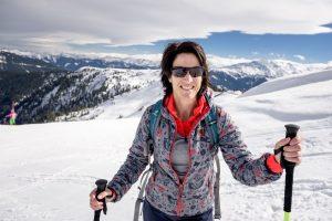 Gastgeberin Nadja Blumenkamp aus dem Biohotel Rupertus in Leogang beim Skitourengehen