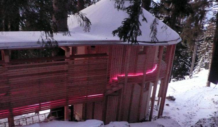 Auch von Außen ein Hingucker: Die Jurtensaune im vamos Reiseziel Biohotel Grafenast