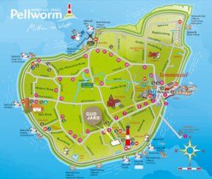 Leuchtturm und Nordsee ganz nah: Das Familienresort Gud Jard auf der Insel Pellworm.