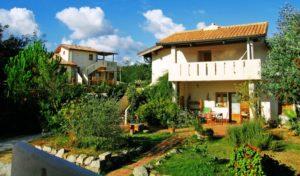 Gebäude und Garten des Agriturismo Pirapora