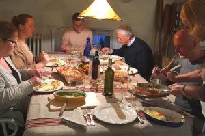 Abendessen in der offenen Küche der Villa i Poggioli.