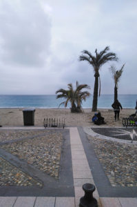 Die Strandpromenade von Finale Ligure Marina.