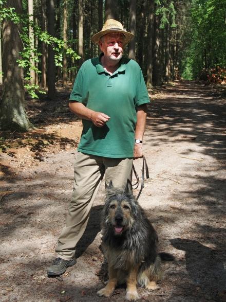 Der Hütehund Alvan ist immer bei den Wolfswanderungen dabei.